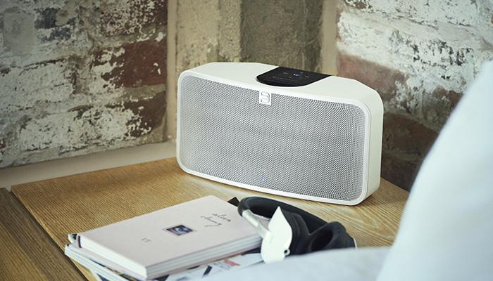 Bluetooth heardphones transmitting speaker